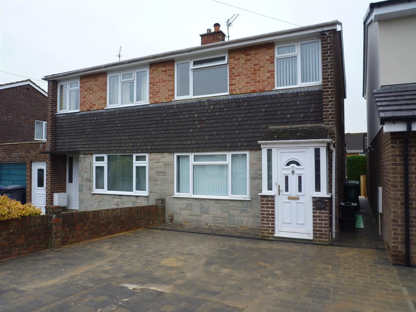 3 Bedrooms Semi Detached House for sale in Southview Road, Trowbridge